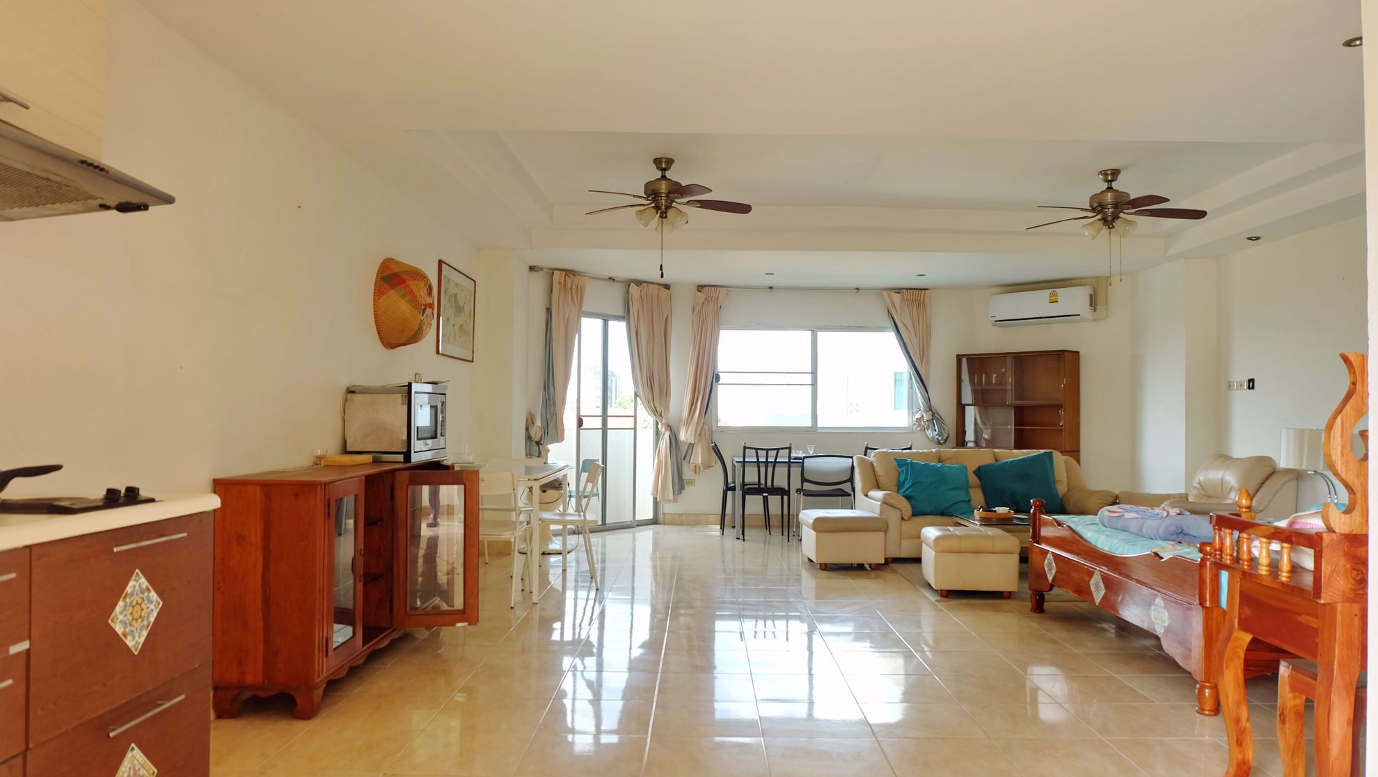 Studio Condo in Grand View Condominium in Na Jomtien C002131