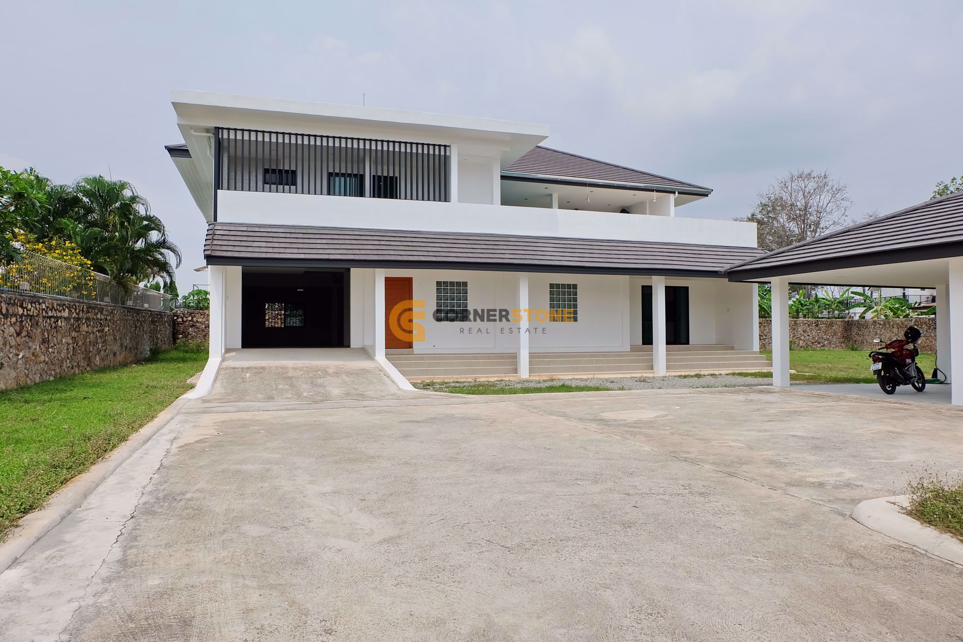4 bed House in East Pattaya H002243