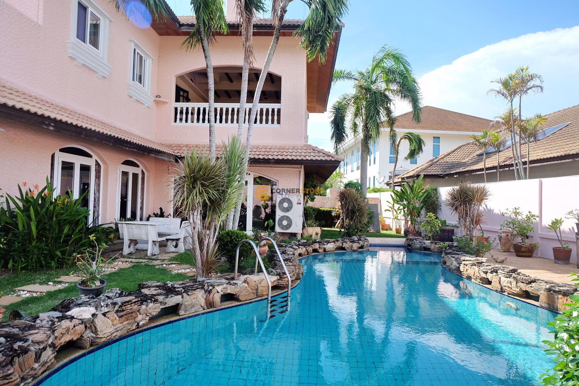3 bed House in El Grande in East Pattaya H002446